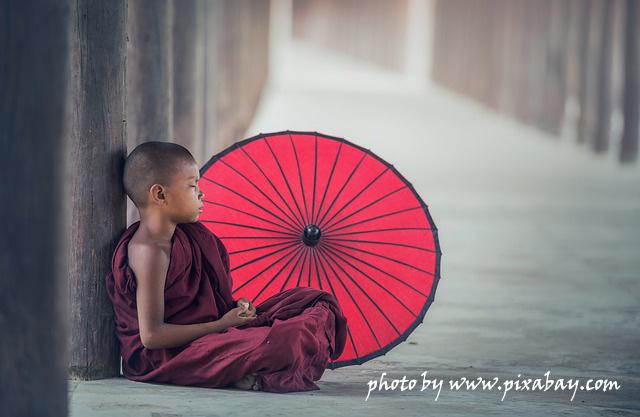 mianma-malchik-monah